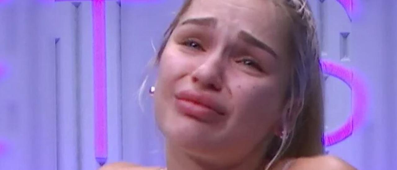 Secret Story: una concursante llora destrozada por bulliyng devastador de sus compañeros