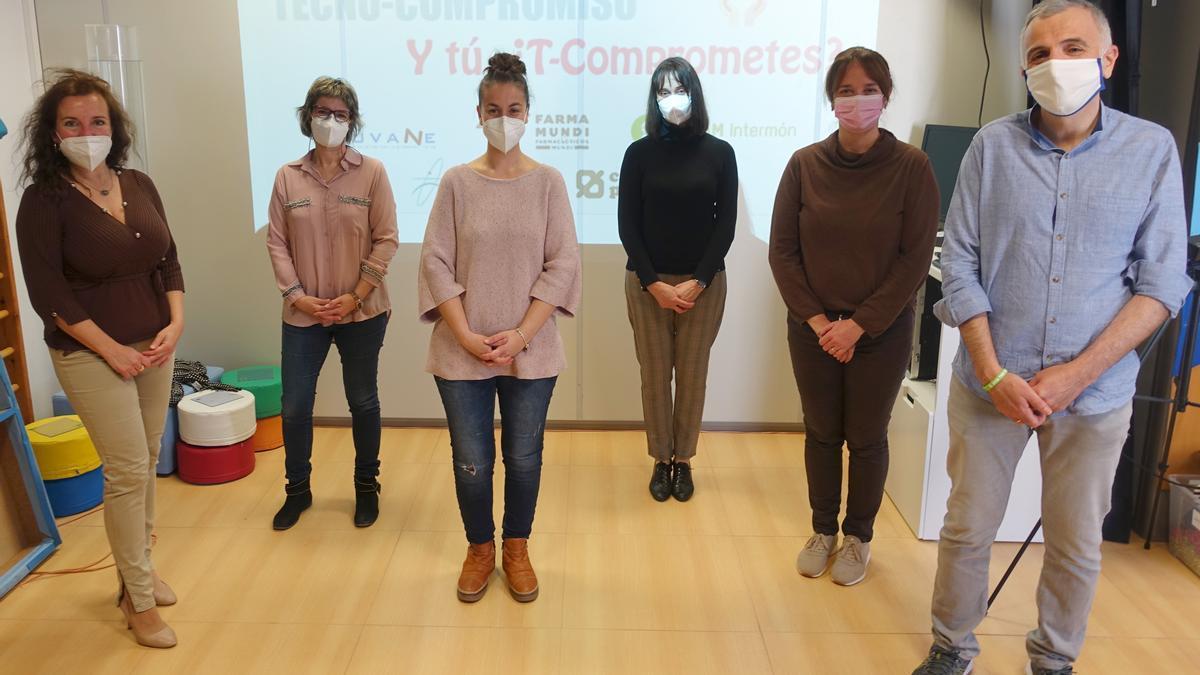 Responsables de las entidades participantes, Farmamundi, Fuvane y Oxfam Intermon junto a la gerente de la EGM Parc Tecnològic Paterna