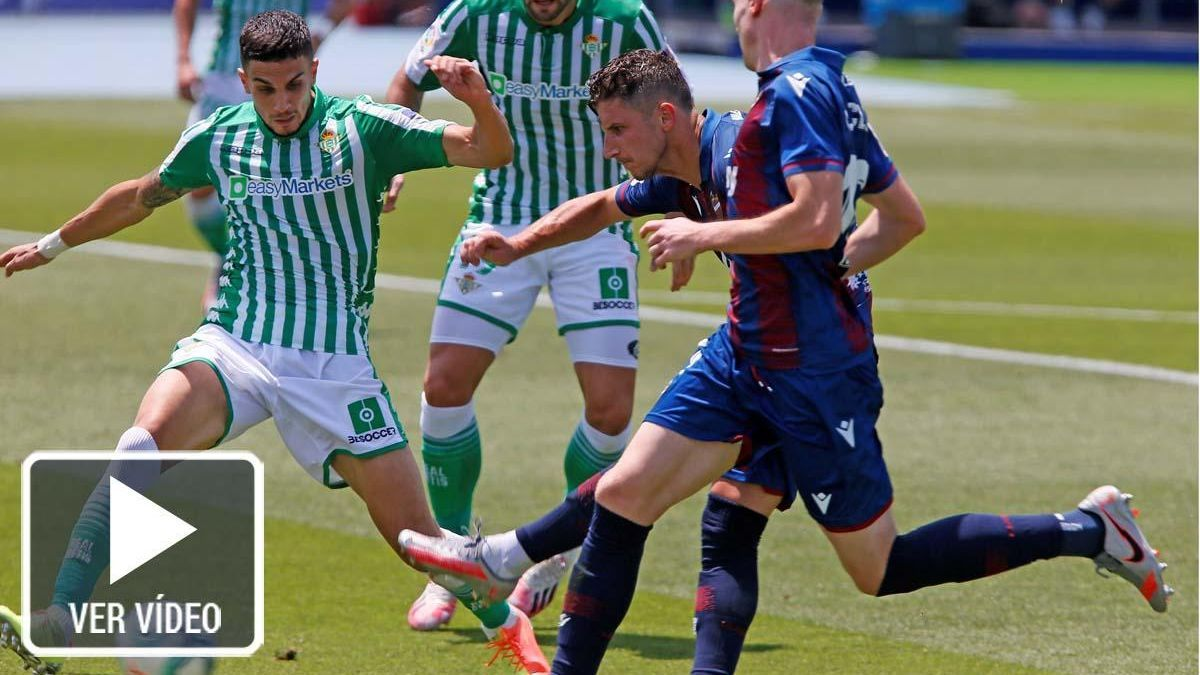 Un momento del Levante - Real Betis