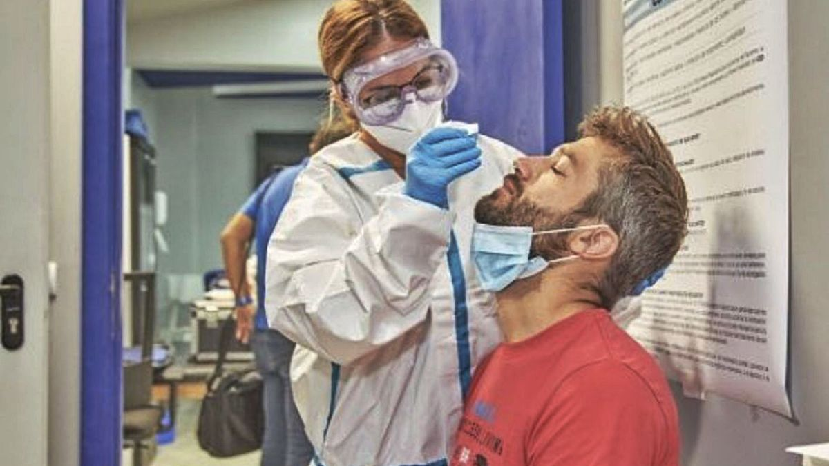 Aitor Sanz se somete a una PCR antes de iniciar la temporada 20/21. | | CDT