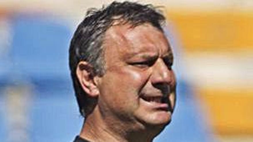 Manolo Díaz: «El equipo quiere y no puede, es preocupante»