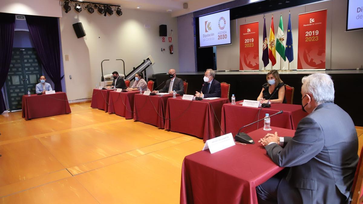 Representantes de las entidades firmantes, durante la presentación del acuerdo.