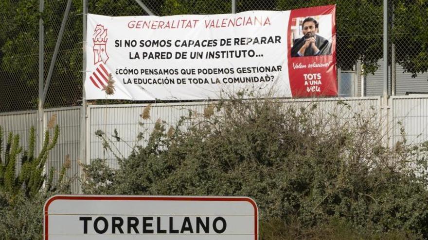 Las familias del IES de Torrellano intensifican las protestas para que Educación repare la fachada