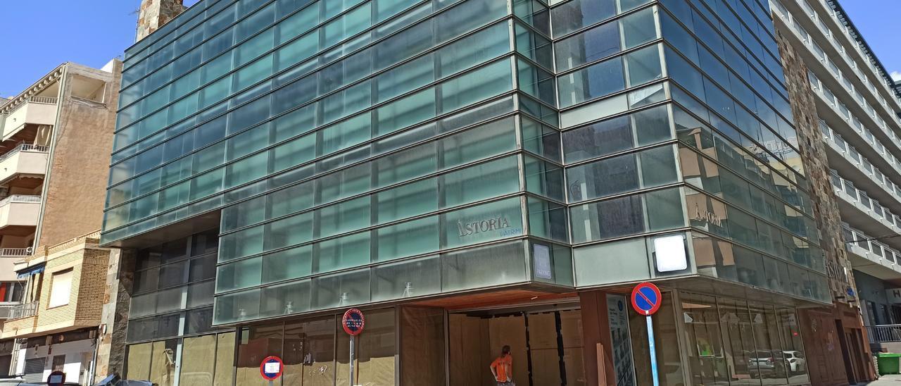 El edificio de Astoria, en obras, que ocupará Viking.   D. Pamies