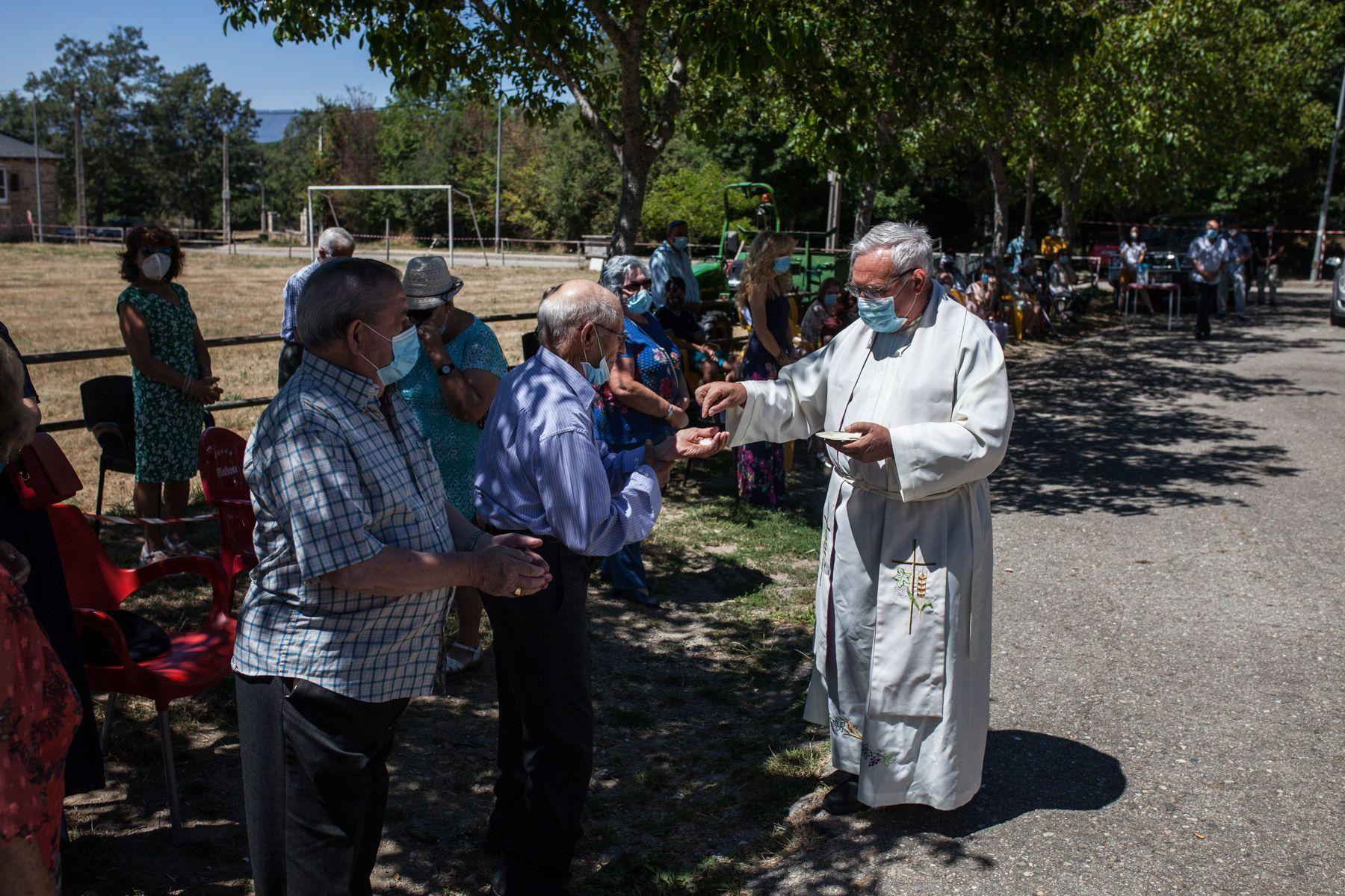 Robleda honra a Santa Ana pese al coronavirus