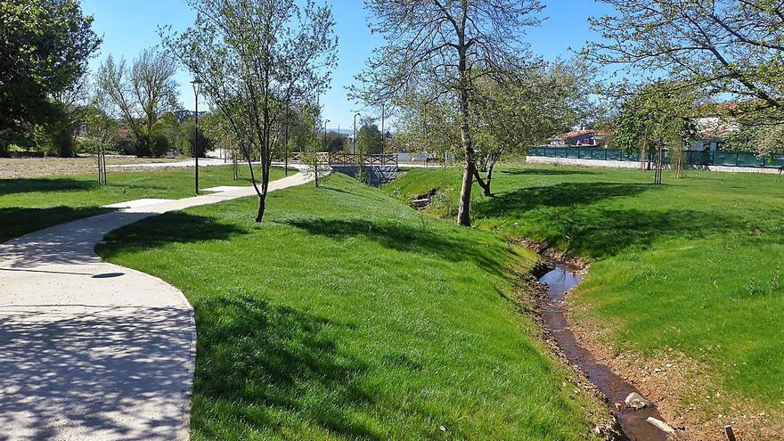 Oleiros 2022: un multiusos, cuatro sendas, dos aparcamientos y terminar el campo de fútbol