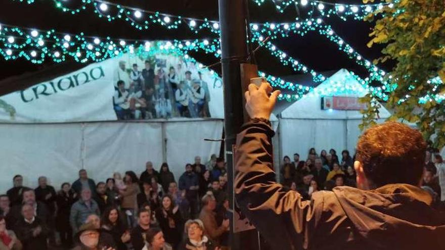 La Gran Iluminá de la Feria de Abril alumbra Infiesto en mayo