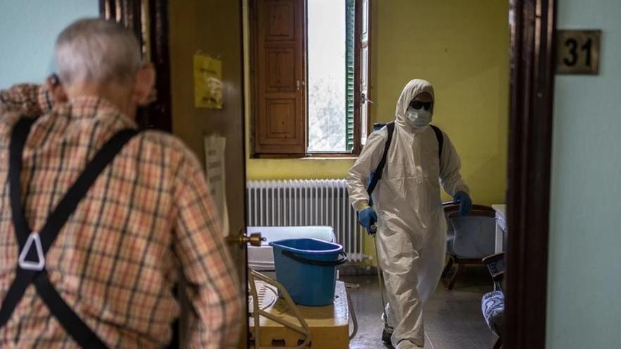 """MSF recoge testimonios en residencias: """"Puertas cerradas y personas suplicando salir"""""""
