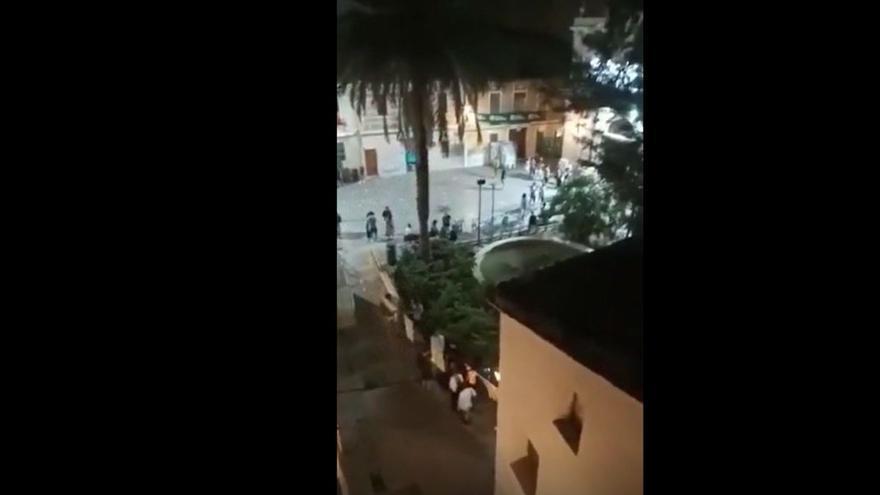 """Los vecinos de Benimaclet denuncian el escándalo nocturno en la plaza: """"Así no se puede vivir"""""""