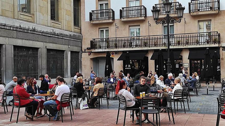 Oviedo autoriza abrir el ocio nocturno  con condiciones: sin música y hasta la una