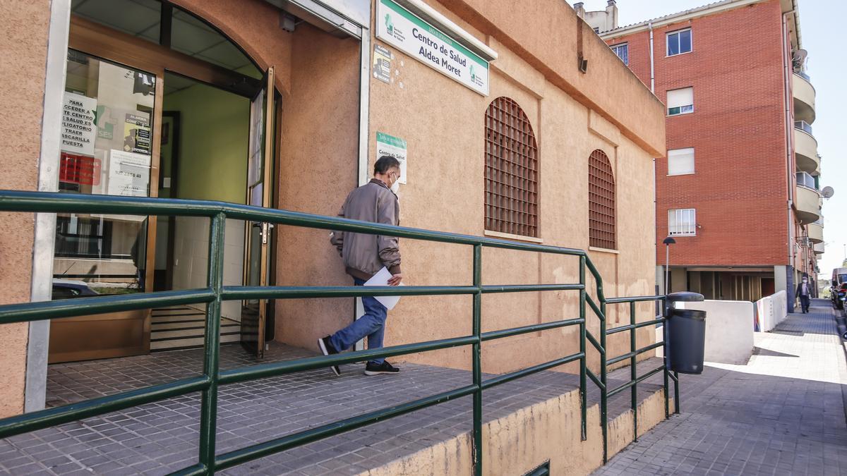 Una imagen del centro de salud de Aldea Moret, donde se han realizado varios cribados masivos.
