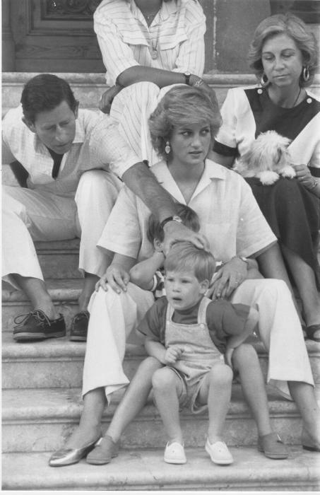 Lady Di y el príncipe Carlos junto a sus hijos y a la reina Sofía en Marivent