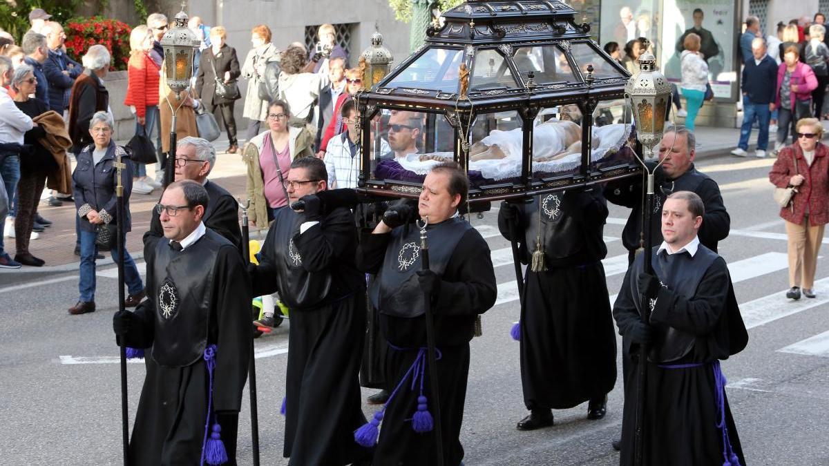 Procesión del Santo Entierro en Vigo, Semana Santa 2019 / Marta G. Brea