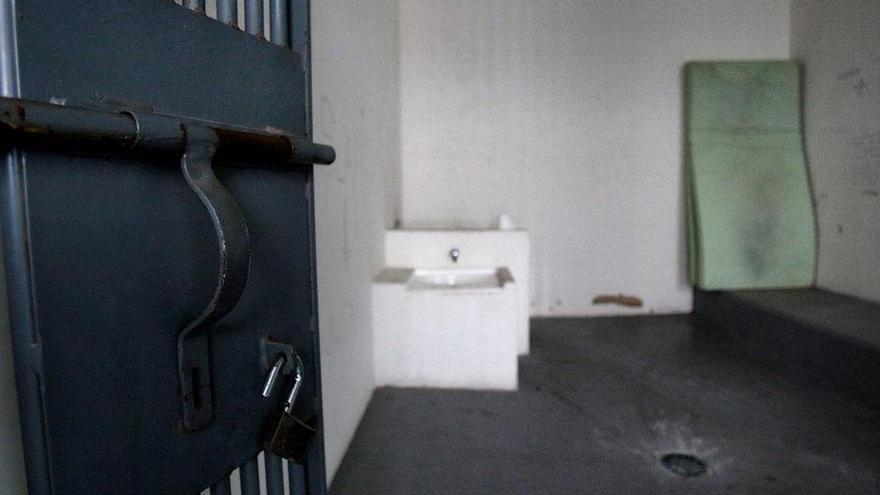 Hallan muerto a un detenido en los calabozos de la Policía Local de Benidorm