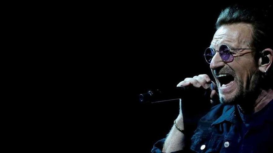 Bono se queda sin voz durante un recital en Berlín