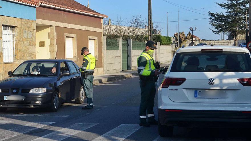 Denunciados media docena de conductores en Caleiro