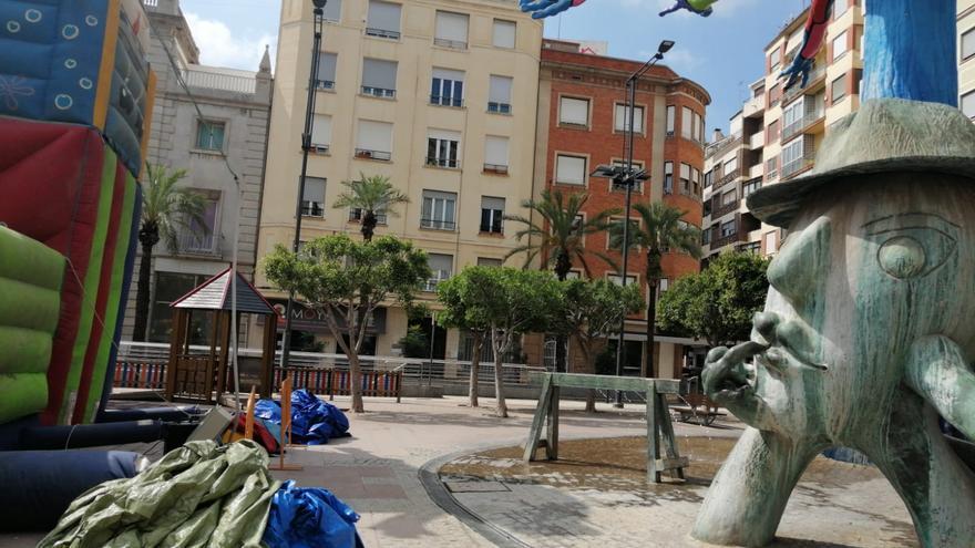 El castillo hinchable del centro de Castelló ya no utiliza la escultura de Ripollés para sujetarse