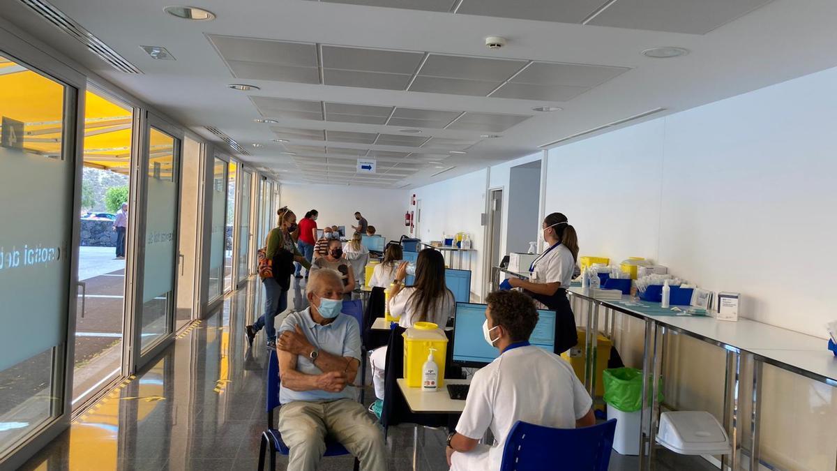 Vacunación en el Hospital del Sur de Tenerife.