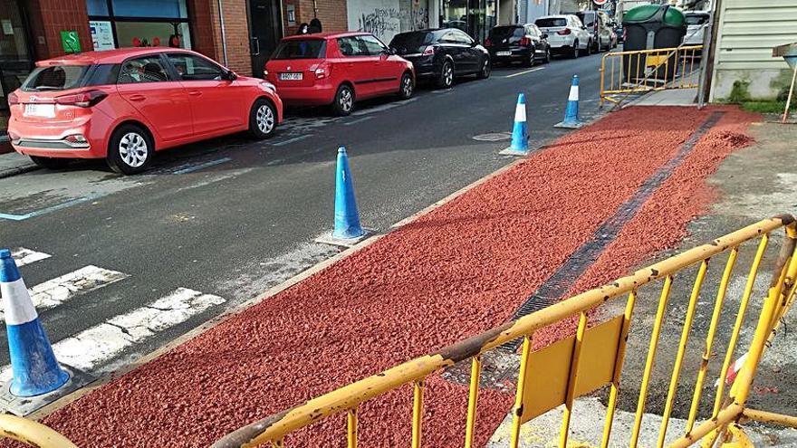Realizan trabajos de mejora en la entrada del parking situado junto a la Praza do Mercado de A Estrada