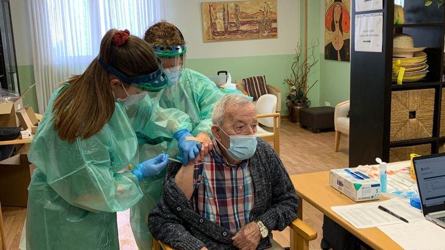 Juan Molina, el primer vacunado de COVID-19 en A Coruña