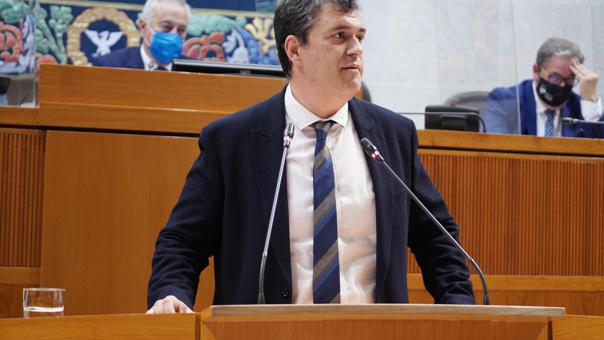 El presidente de CHA y portavoz de la formación en las Cortes de Aragón, Joaquín Palacín, en una imagen interviniendo en un pleno.
