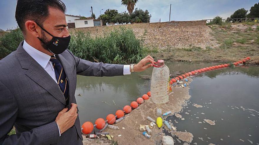 Orihuela promueve una campaña para concienciar sobre el reciclaje de plásticos