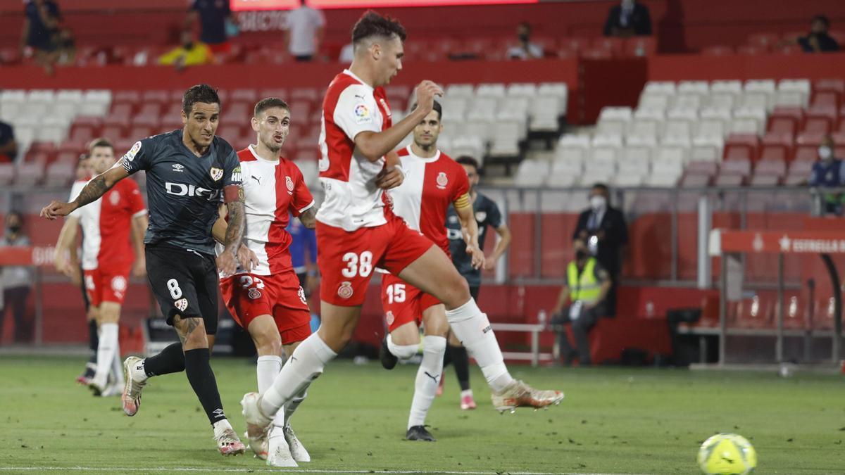 Una jugada del Girona contra el Rayo