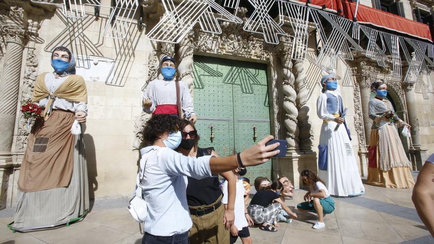 Un libro de la Generalitat sobre las fiestas de la Comunidad se olvida de la Santa Faz