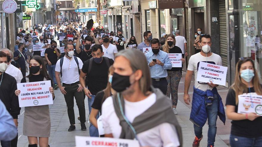 Hosteleros de Elche reclaman ayudas y poder cerrar más tarde