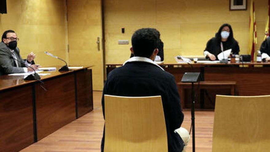 Jutgen un jove per abusar d'una noia de 17 a Girona
