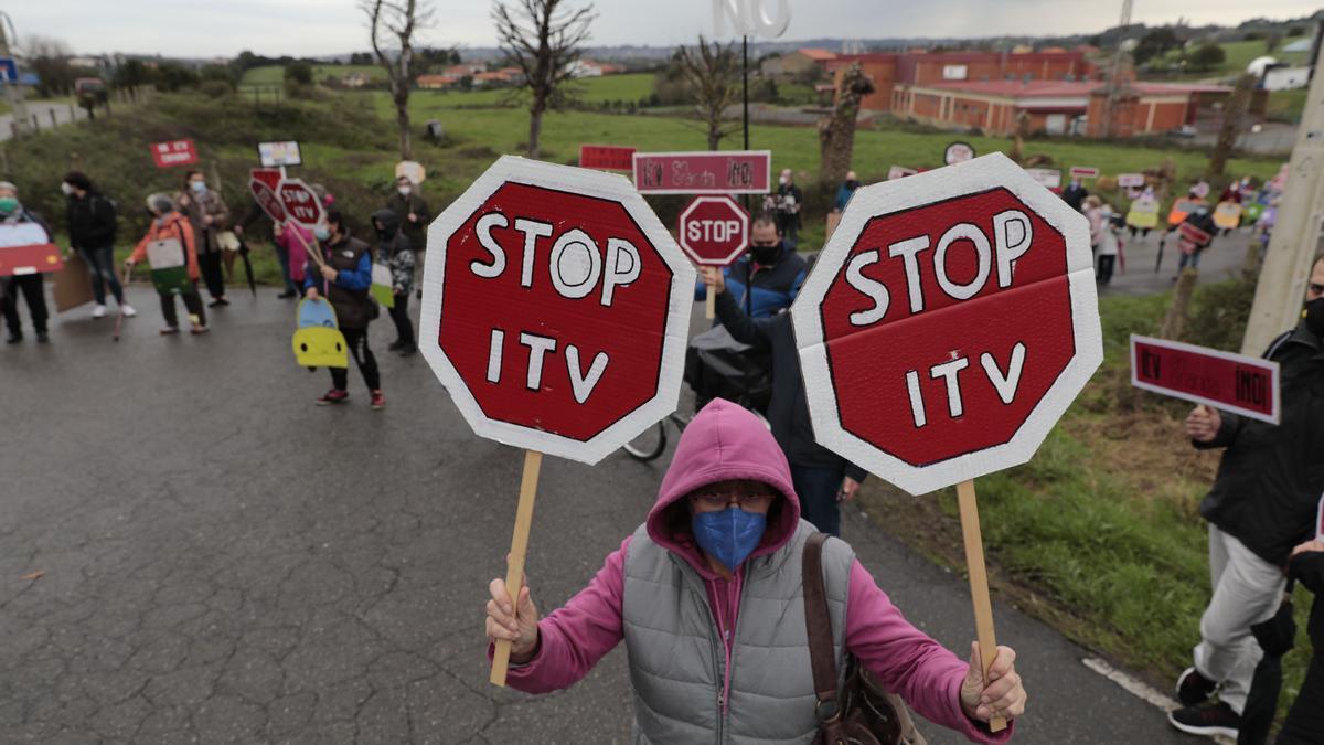 Protesta en Granda contra la nueva ITV.