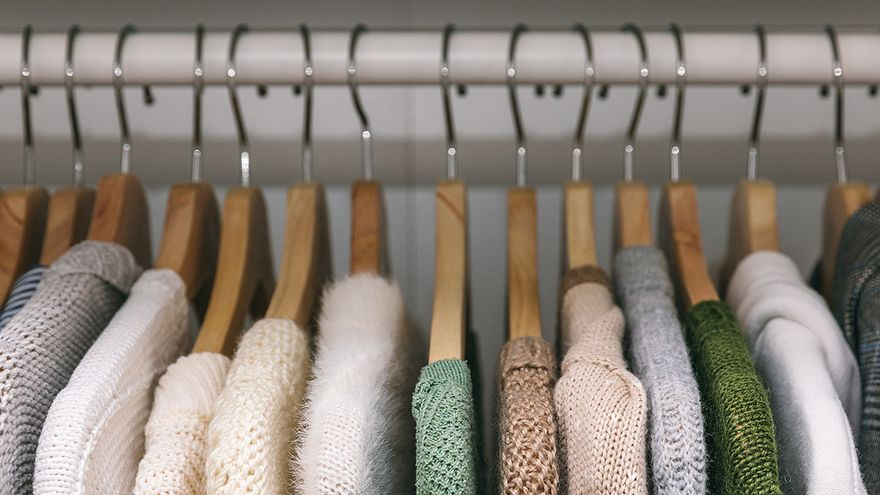 Diez trucos de la gurú del orden Alicia Iglesias para triunfar con el cambio de armario en otoño