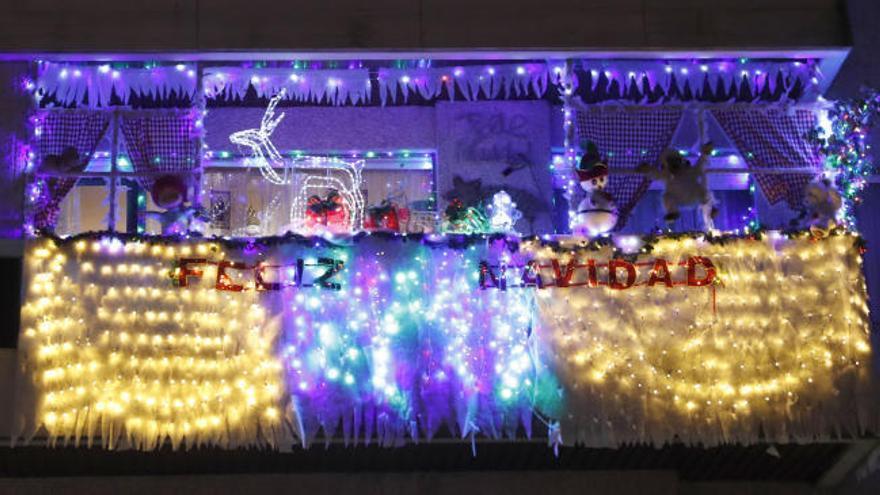 Balcones y fachadas de Vigo aportan su granito de arena a la iluminación navideña