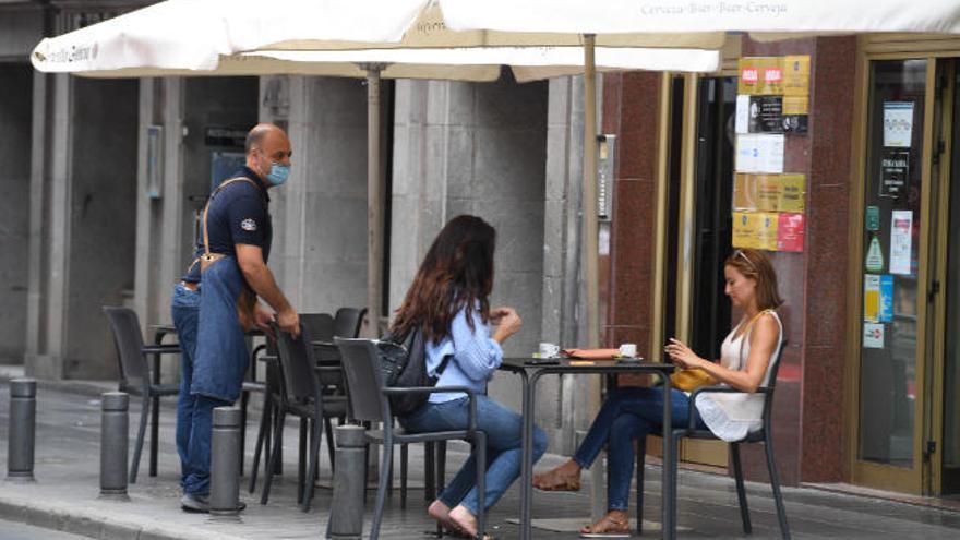 Los locales de restauración de Gran Canaria y Lanzarote deben estar cerrados a las 00.00 horas