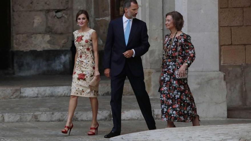 Die Königsfamilie begrüßt 500 Gäste