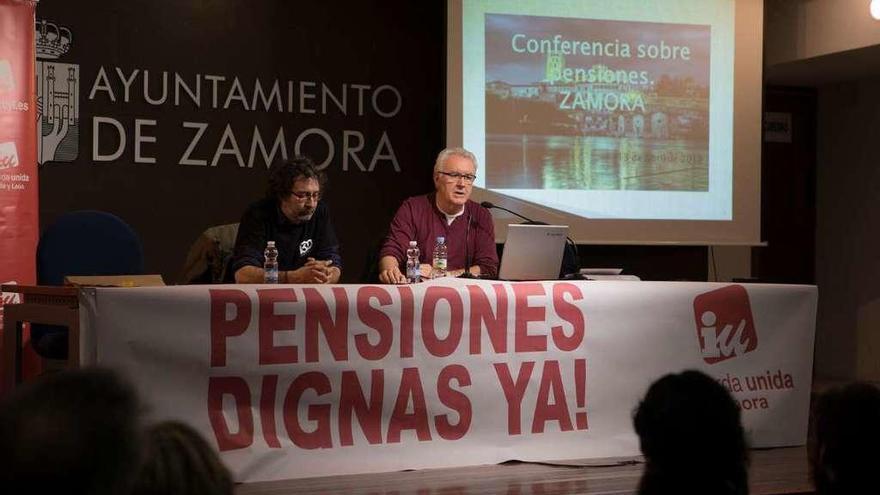 Cayo Lara se suma a la lucha por unas pensiones dignas