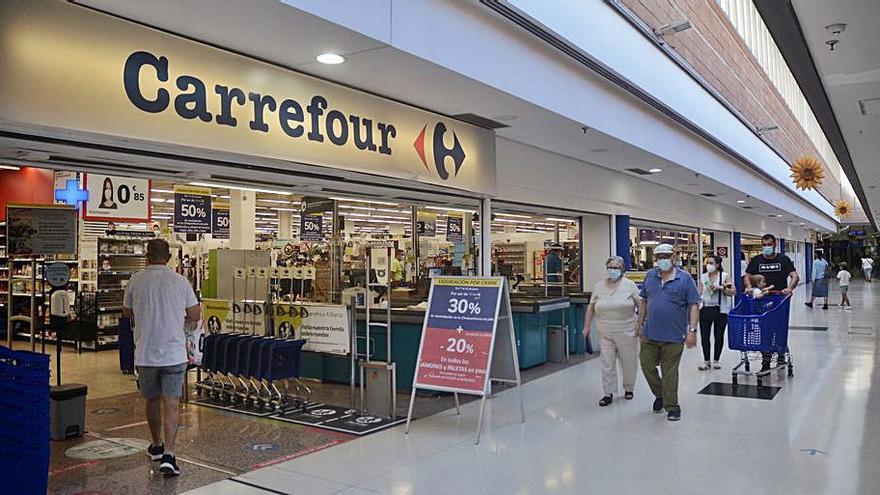 Carrefour cierra en A Barca y Eroski prevé iniciar en julio las obras de su hipermercado