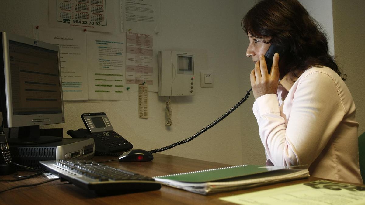 El Teléfono de la Esperanza de Valencia atenderá las 24 horas en Navidad las llamadas de personas que se sientan solas