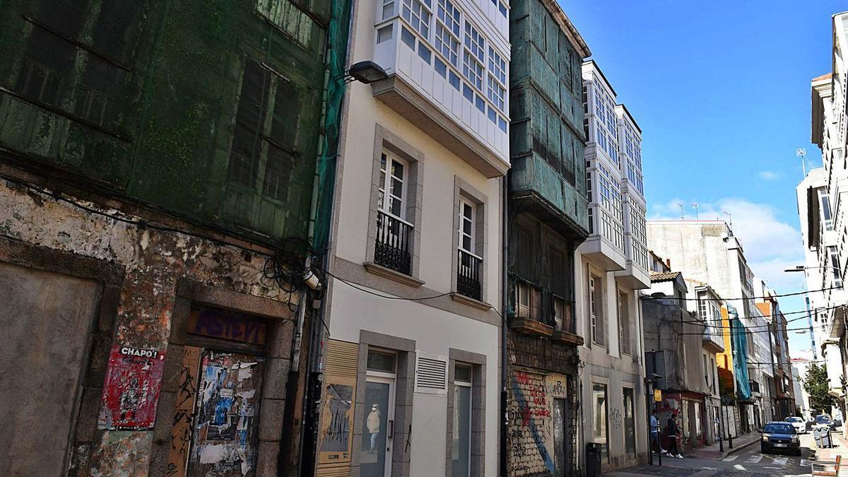Edificios en ruinas en la calle del Orzán.