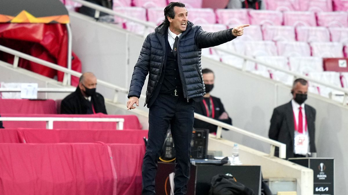 Unai Emery dando indicaciones durante el Arsenal-Villarreal.
