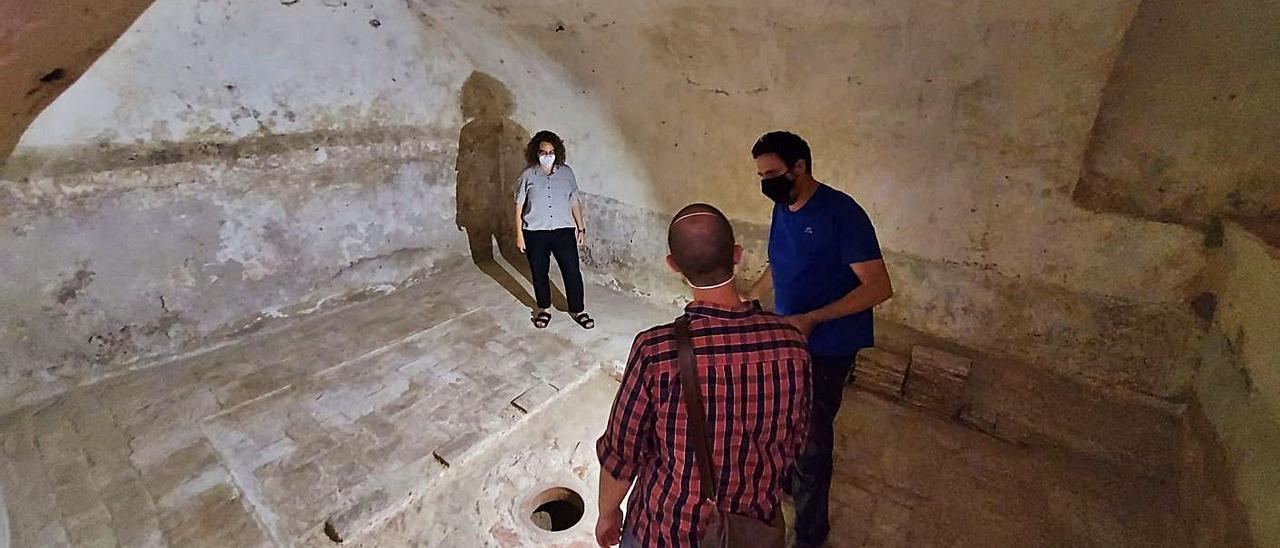 Dos moments de les cates arqueològiques fetes aquesta setmana a la Torre dels Pares.   LEVANTE-EMV