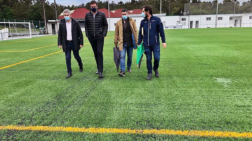 El campo Manuel Regueiro de A Estrada estrena césped de nueva generación