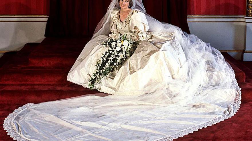 El traje de novia de Lady Di se exhibe por primera vez en 25 años