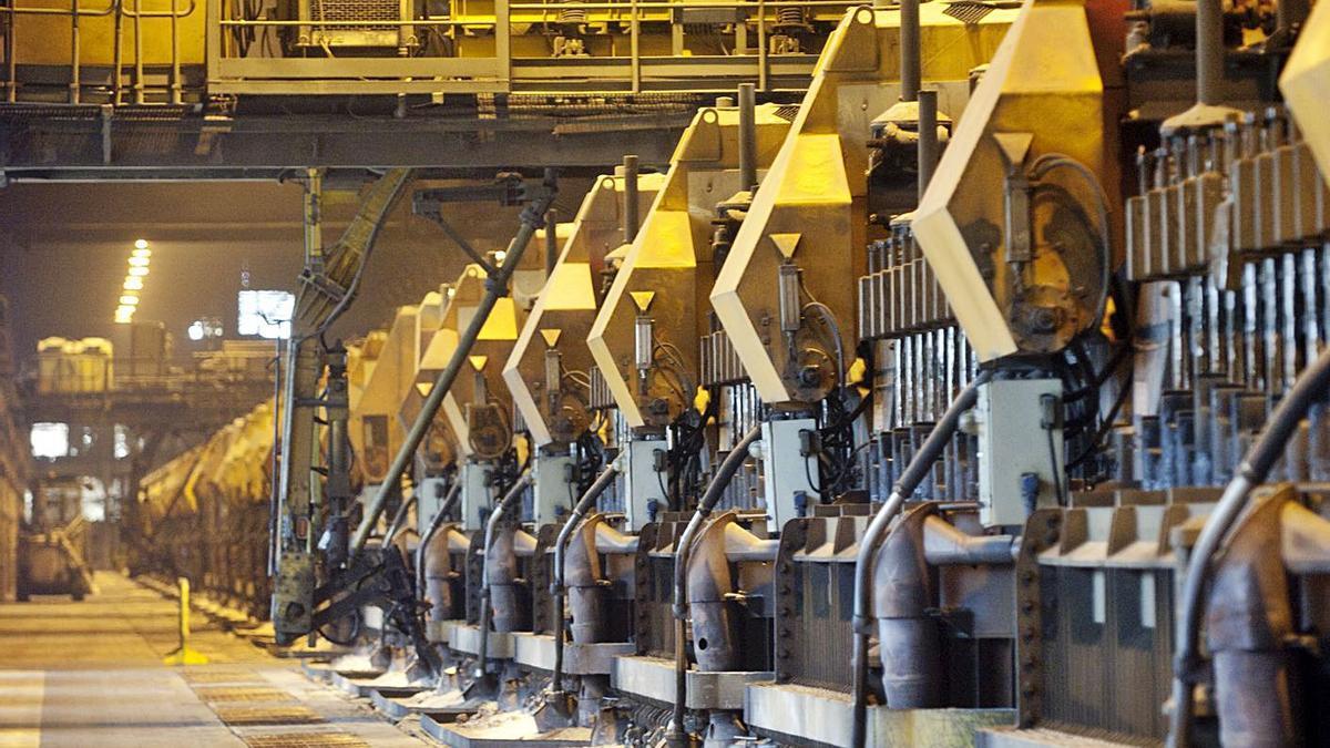 Cubas de electrólisis en la planta de aluminio de A Grela, paradas desde febrero de 2019.     // FRAN MARTÍNEZ