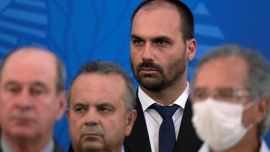 "Eduardo Bolsonaro llama ""portadoras de vagina"" a diputadas de la oposición"