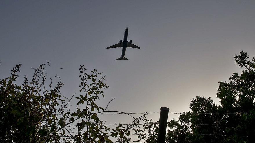 Repsol utilitza per primera vegada residus per fer combustible per a avions