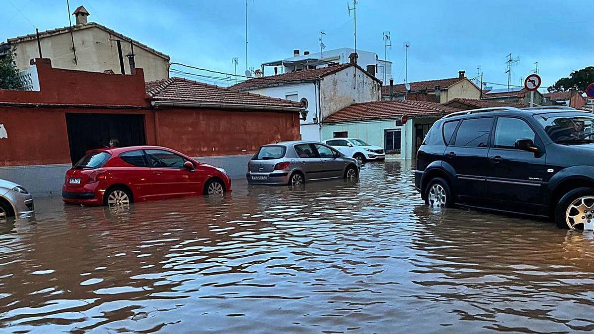 Imagen del episodio de lluvias torrenciales en abril del año pasado que afectó a casas de los poblados marítimos.  | MEDITERRÁNEO