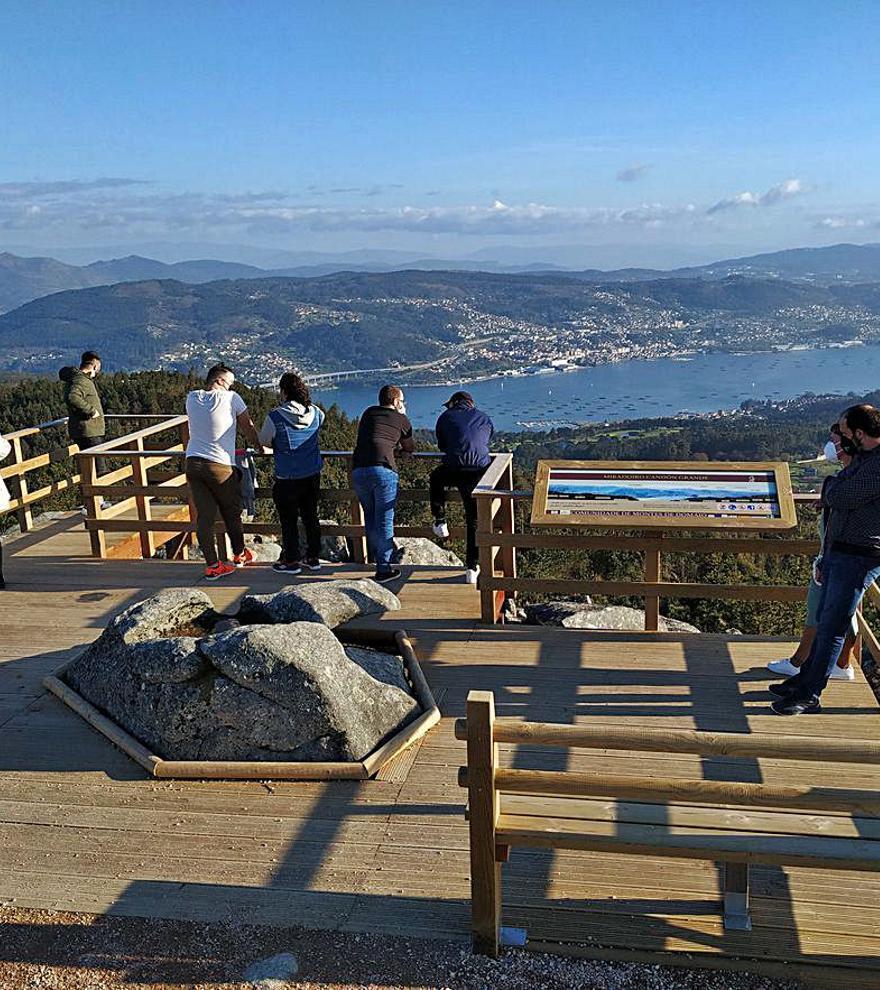 Los comuneros convierten a Domaio en un balcón sobre la ría
