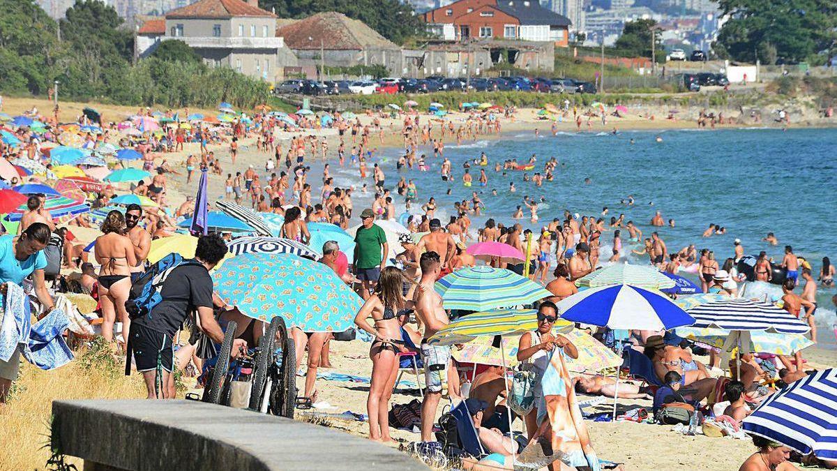 La playa de Rodeira es una de las que acogerá el programa de Adiantum contra las colillas.