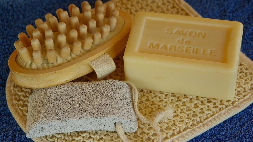 El método casero para limpiar los azulejos de la cocina y el baño